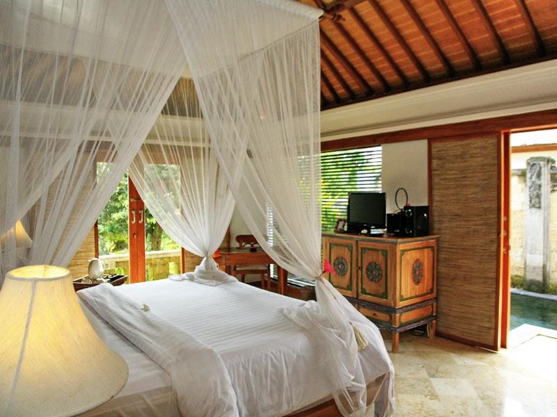 Sekar-Pool-Villa-bedroom-min