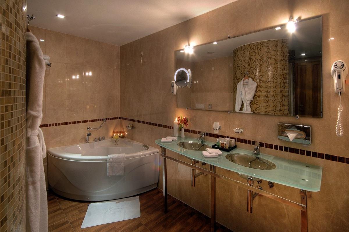 SetHeight800-Alpine-Suite-Bathroom3052Original5