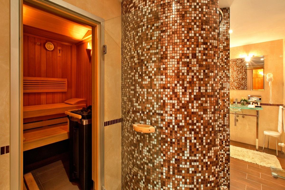 SetHeight800-Alpine-Suite-bathroom-entrance11147Original5