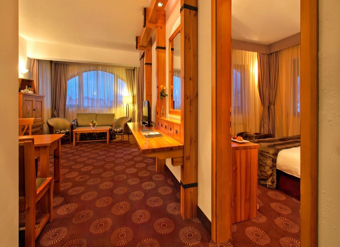 SetHeight800-Alpine-Suite-living-room-evening11155Original5