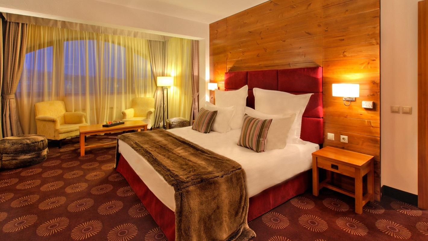 SetHeight800-Deluxe-Suite-bedroom-411167Original4