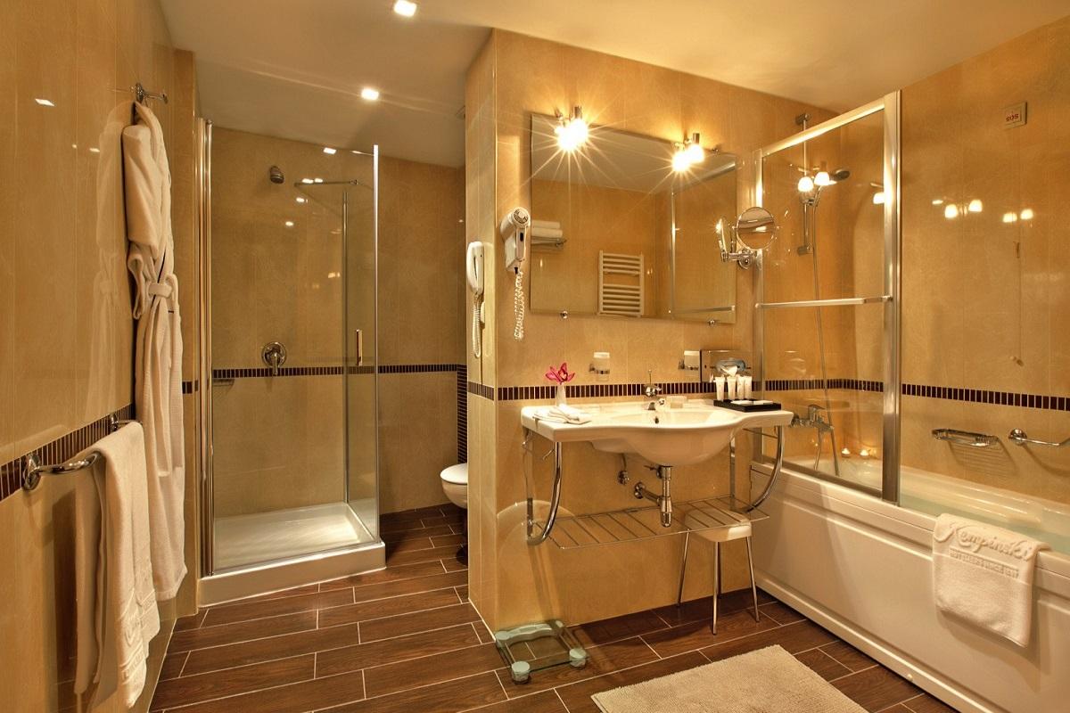 SetHeight800-Deluxe-room-bathroom11157Original4
