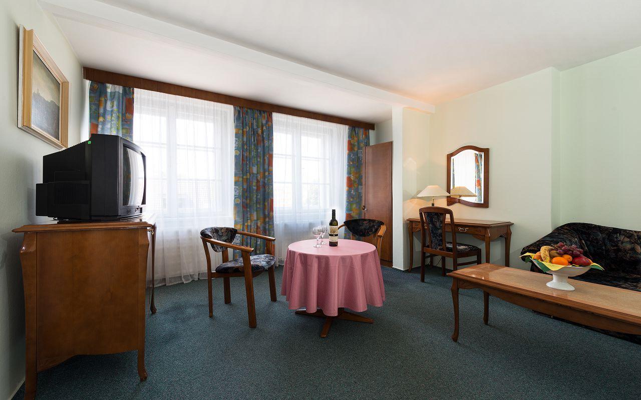 Smaragd_Family-room2