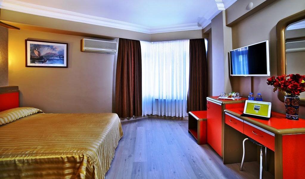 Standard Double Room 4-min