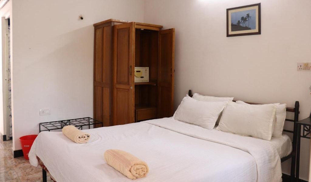 Standard-Double-Room-with-ac6-min