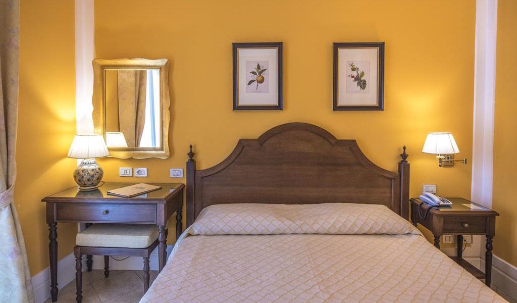 Standard Double-Twin Room3-min