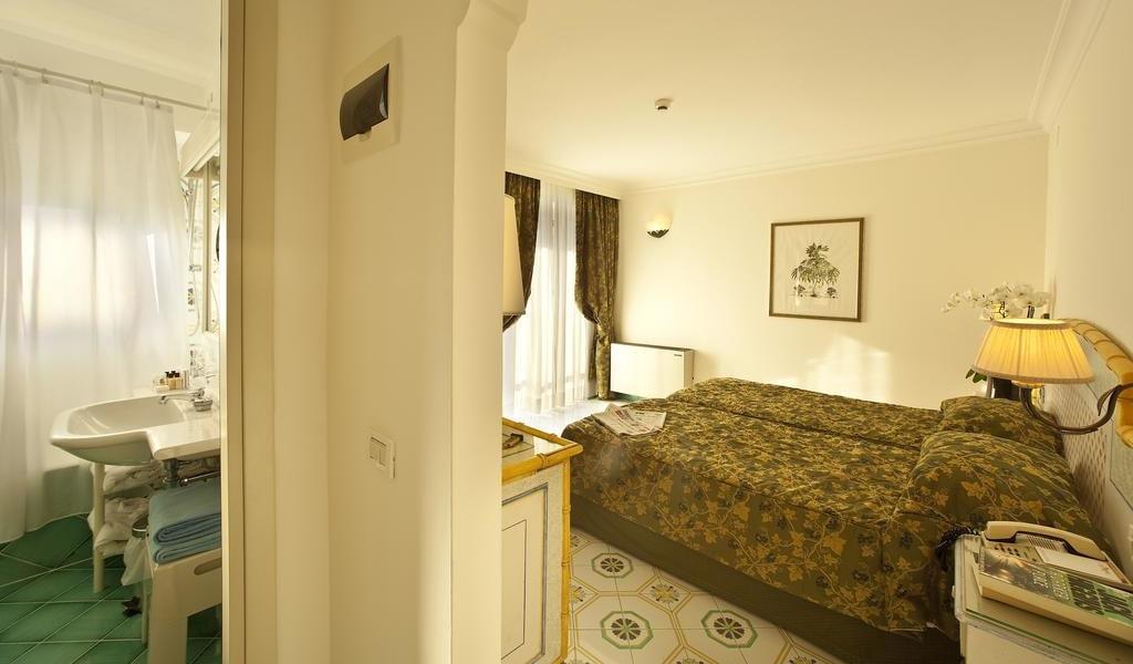 Standard Double or Twin Room 5-min