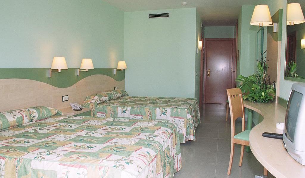 Standard Quadruple Room2-min