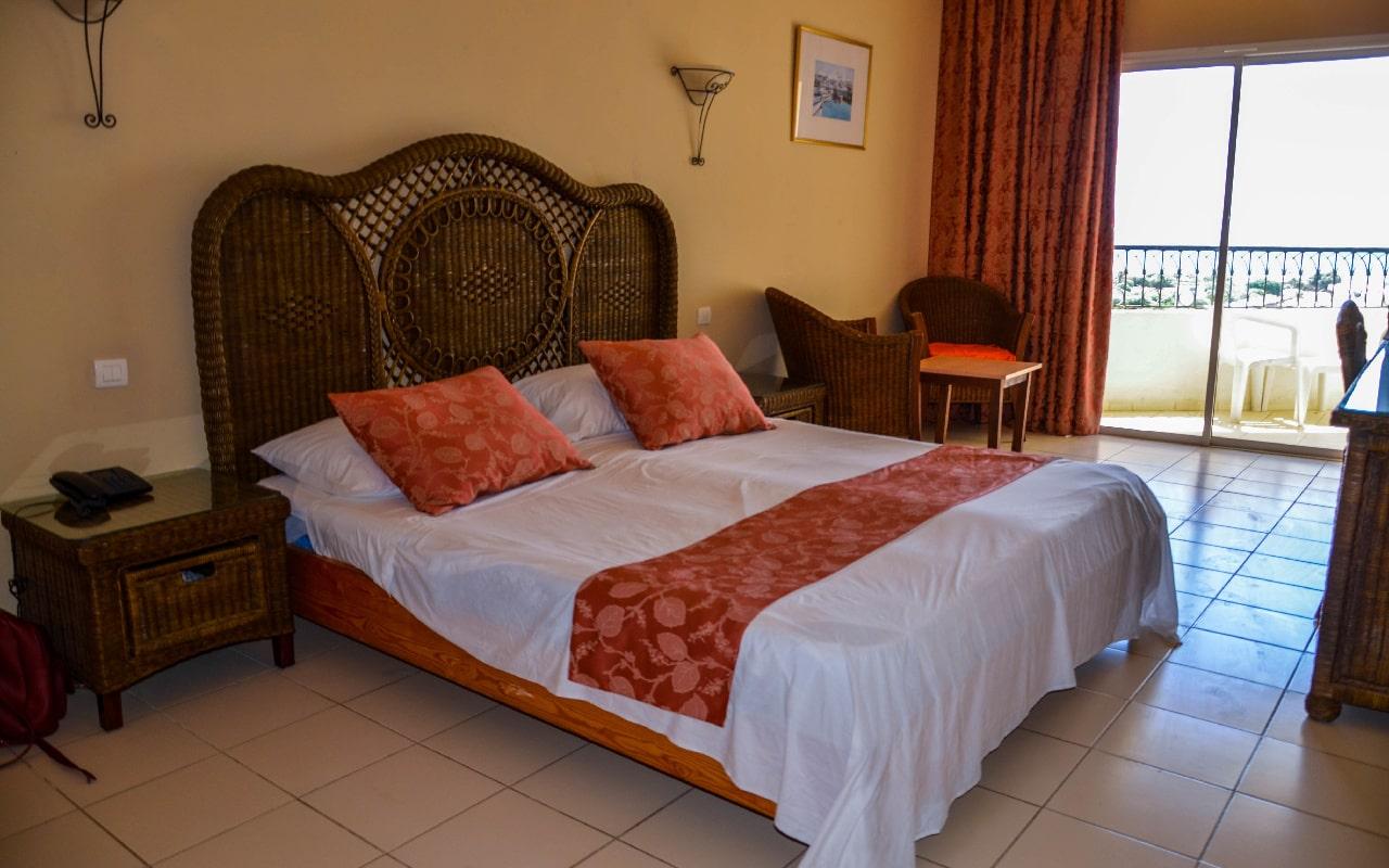 Standard Room & Sea View Room_05-min