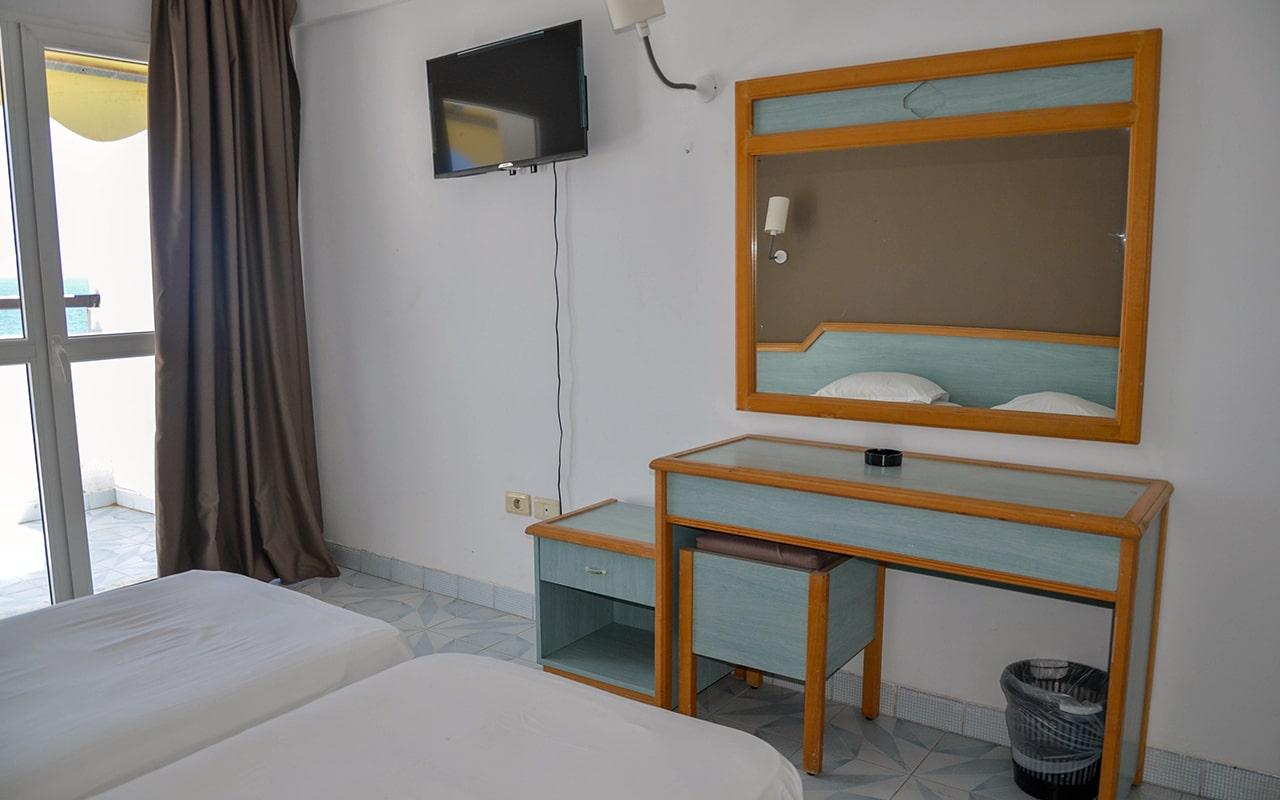 Standard Room Sea View_04-min