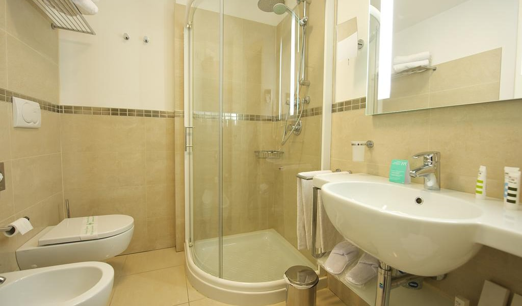 Standard-Room-with-1-Double-Bed,-with-Balcony2-min