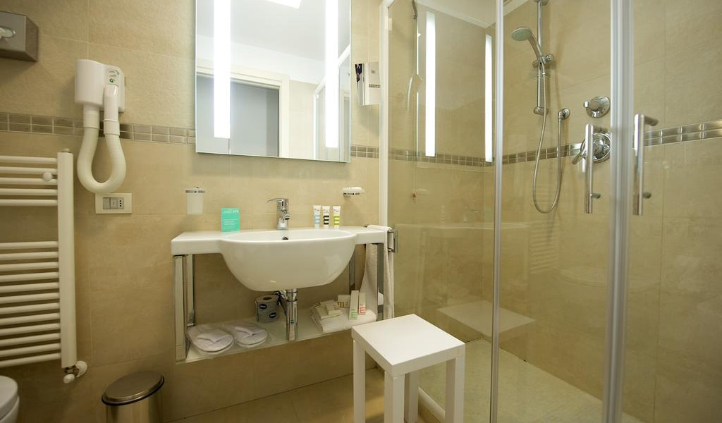 Standard-Room-with-1-Double-Bed,-with-Balcony4-min