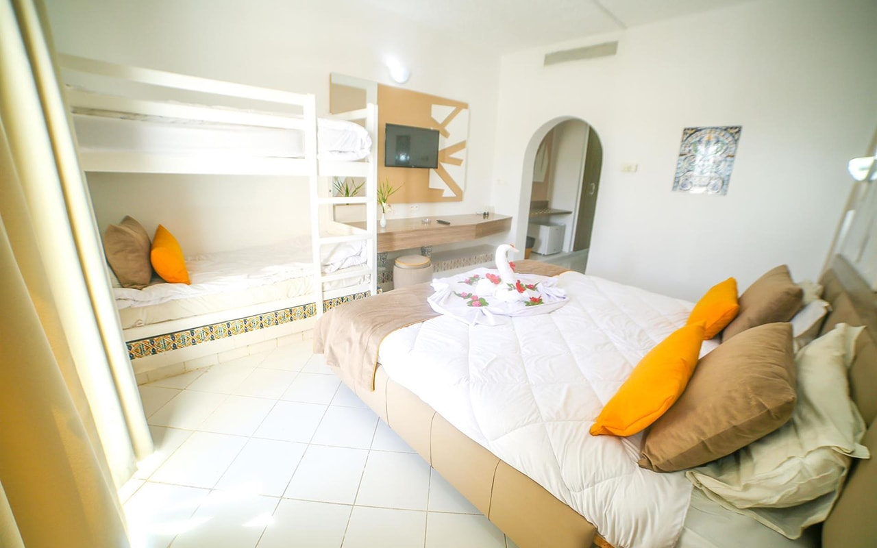 Standard Room_02-min