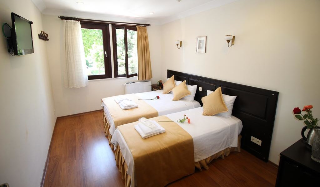 Standard Triple Room with Garden View 3-min