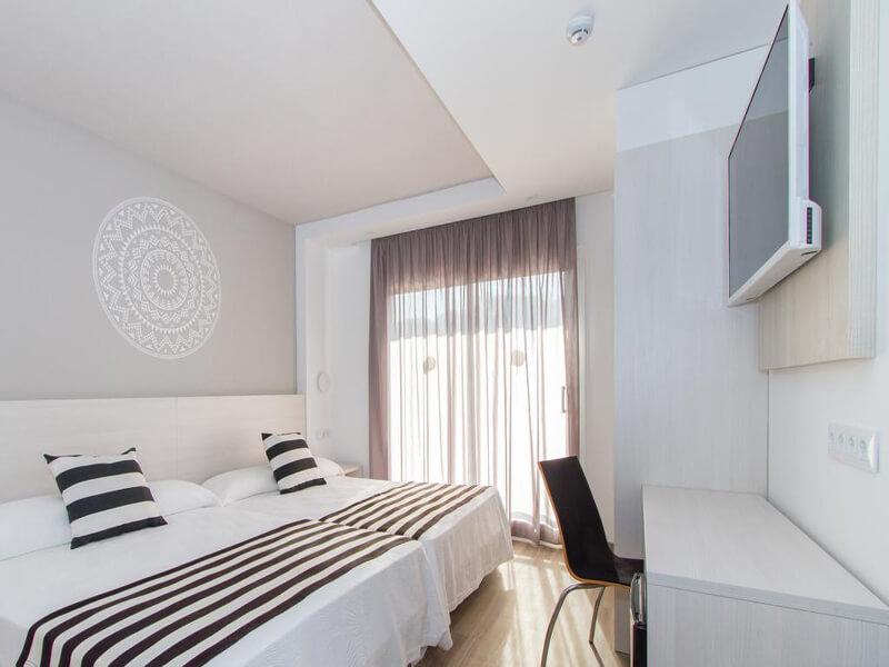 Standard Triple Room1