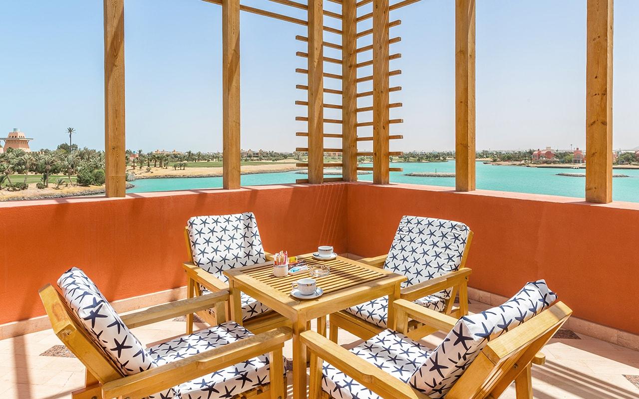 Steigenberger_Golf_Resort_El_Gouna_Junior_Suite_Terrace-min