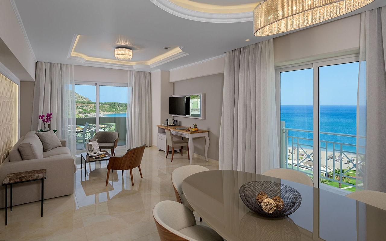 Suite-Livingroom-1_result-min