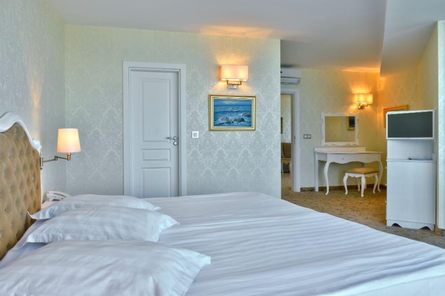 Suite deluxe_bedroom_3