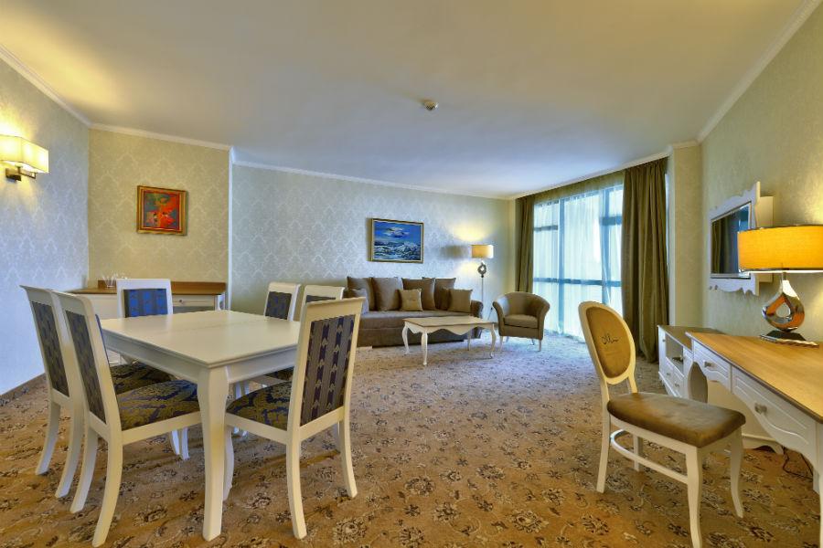 Suite deluxe_living room_3