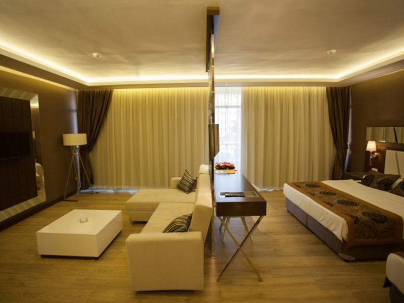 Suite with Balcony4