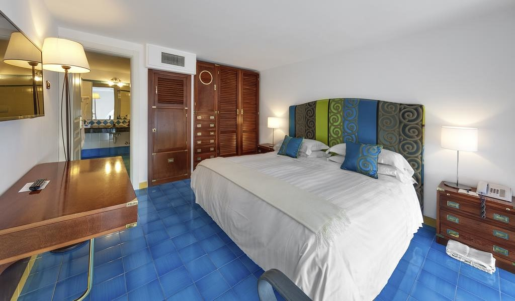 Suite with Sea View - Split Level (4 Adults)5-min
