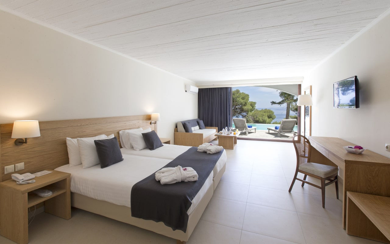 Superior Bungalow Sea View Sharing Pool Room 7-min