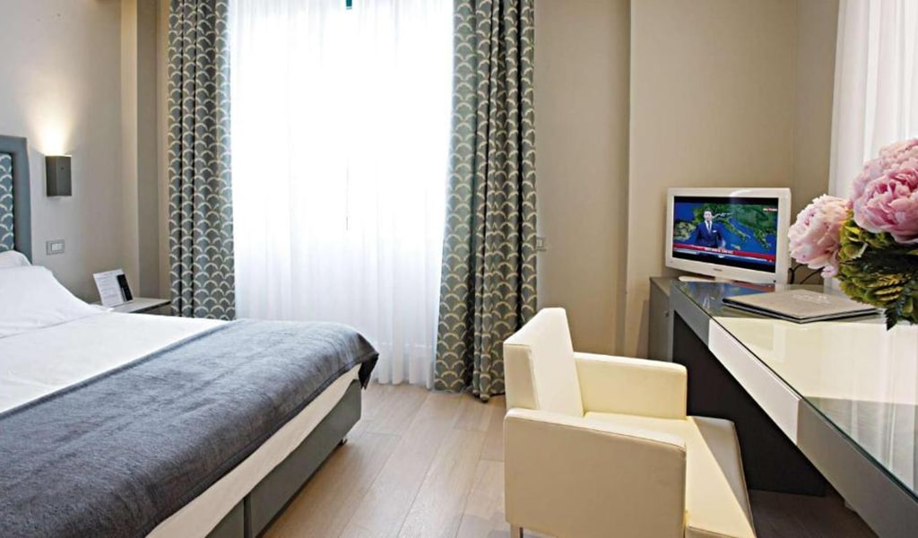Superior-Deluxe-Double-or-Twin-Room-2-min