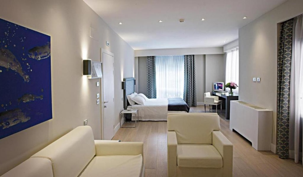 Superior-Deluxe-Double-or-Twin-Room-3-min