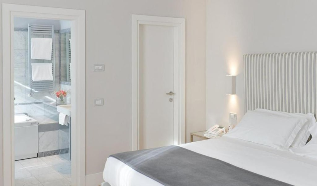 Superior-Deluxe-Double-or-Twin-Room-4-min