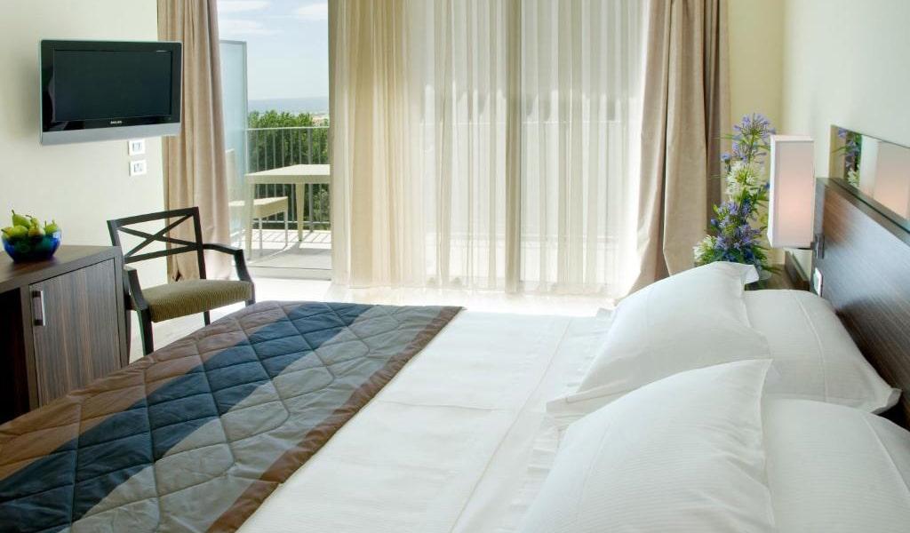 Superior-Double-Room-with-Balcony-2-min