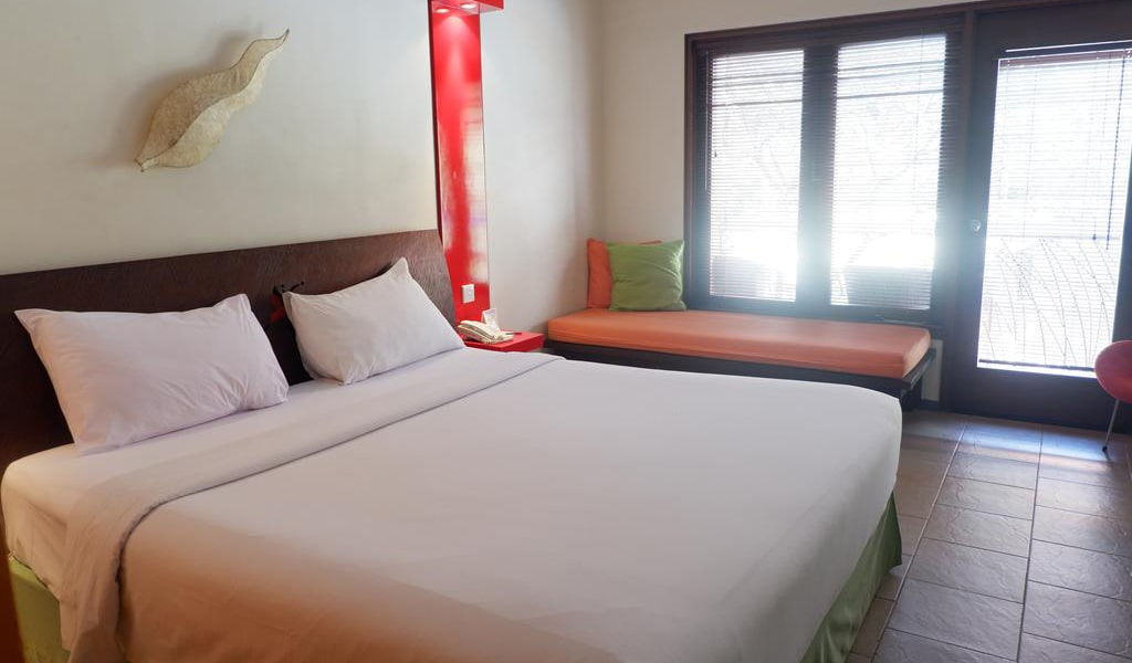 Superior Double Room with Pool View 2-min