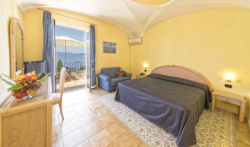 Superior Double Room with Sea View 5-min