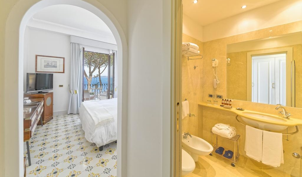 Superior Double Room with Sea View5-min