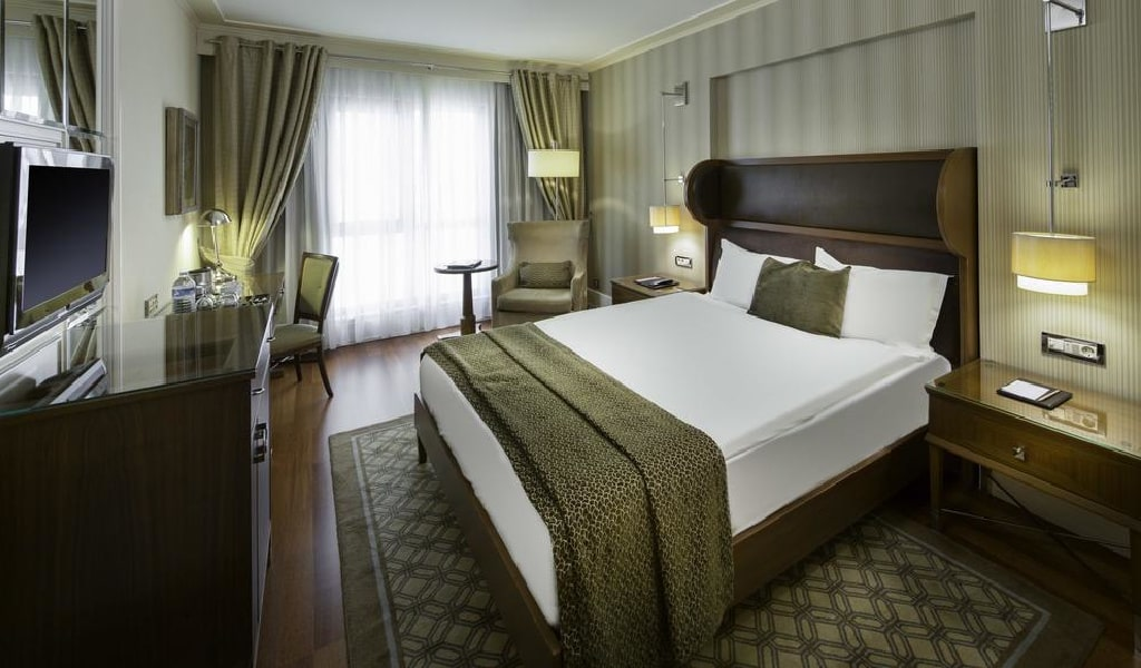 Superior Double or Twin Room 1-min
