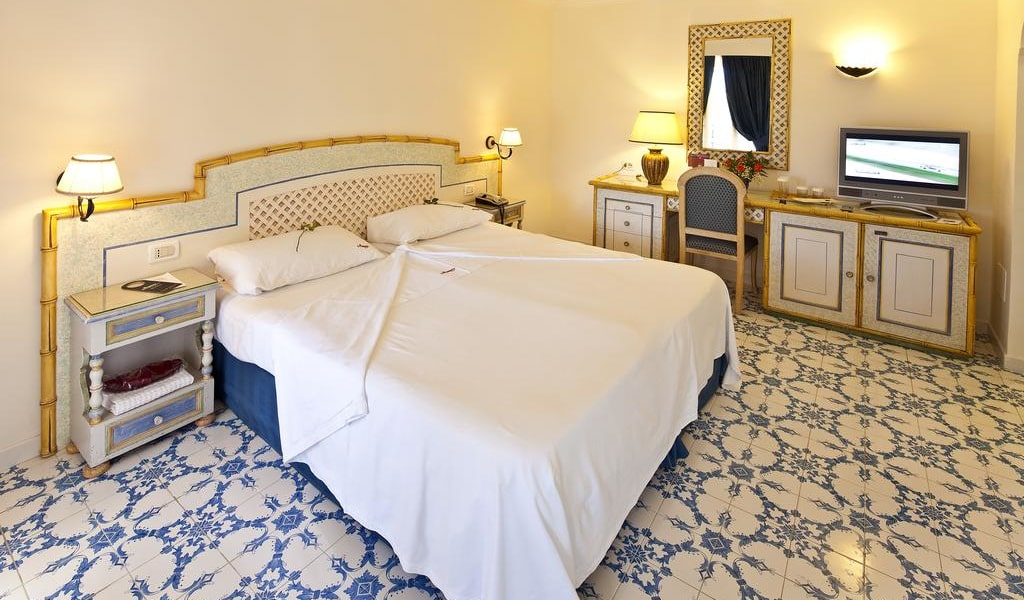 Superior Double or Twin Room 11-min