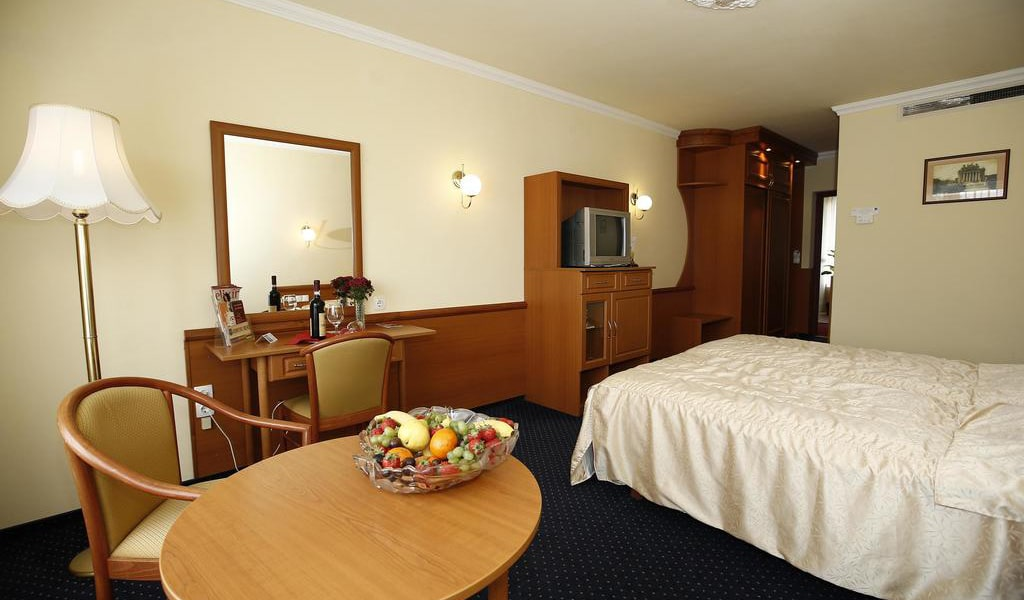 Superior Double or Twin Room 5-min
