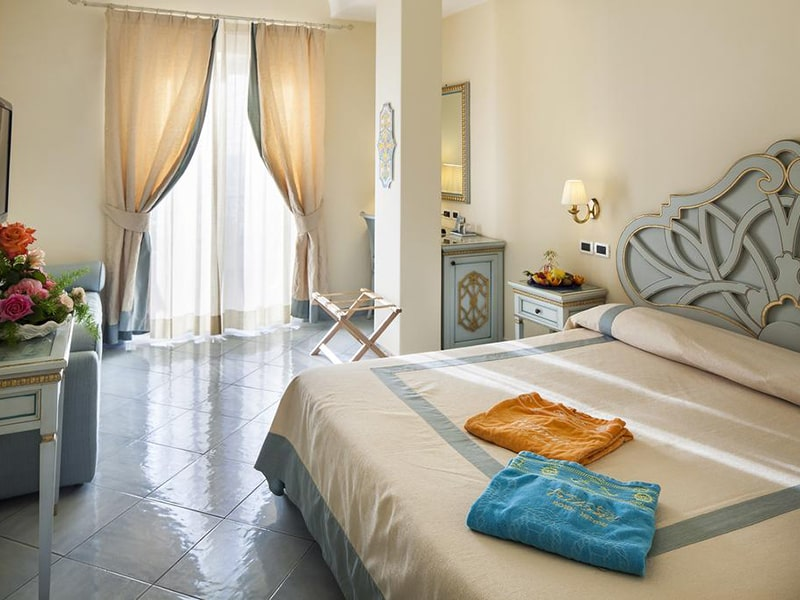 Superior Double or Twin Room with Sea View3-min