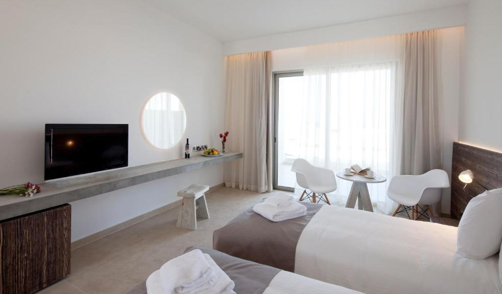 Superior-Double-or-Twin-Room-with-Sea-View4-min