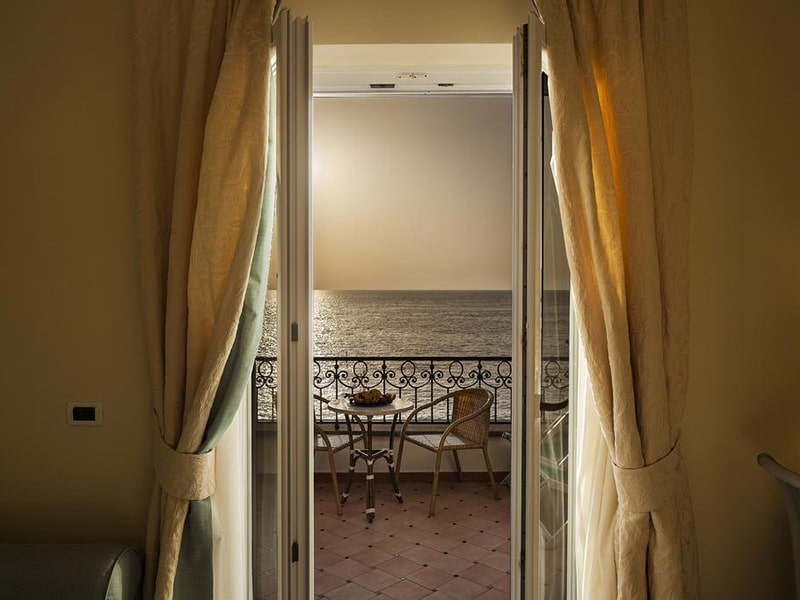 Superior Double or Twin Room with Sea View8-min