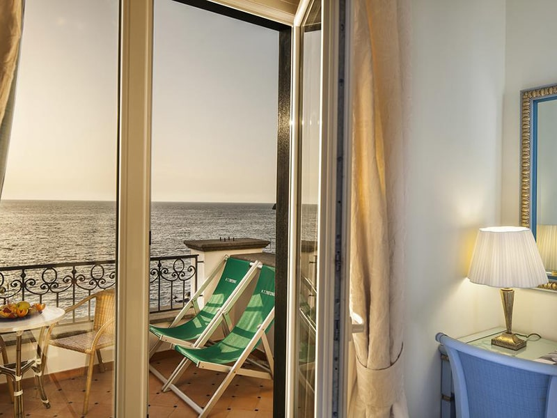Superior Double or Twin Room with Sea View9-min