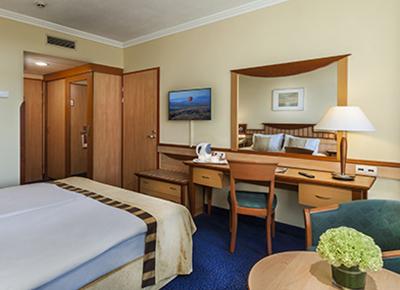 Superior Plus Room2