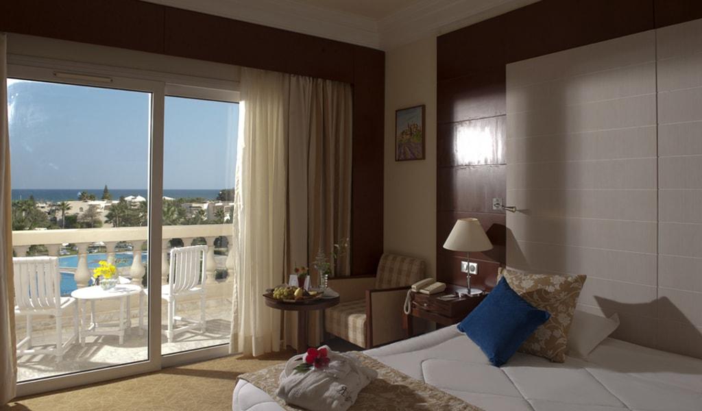 Superior Room_02-min