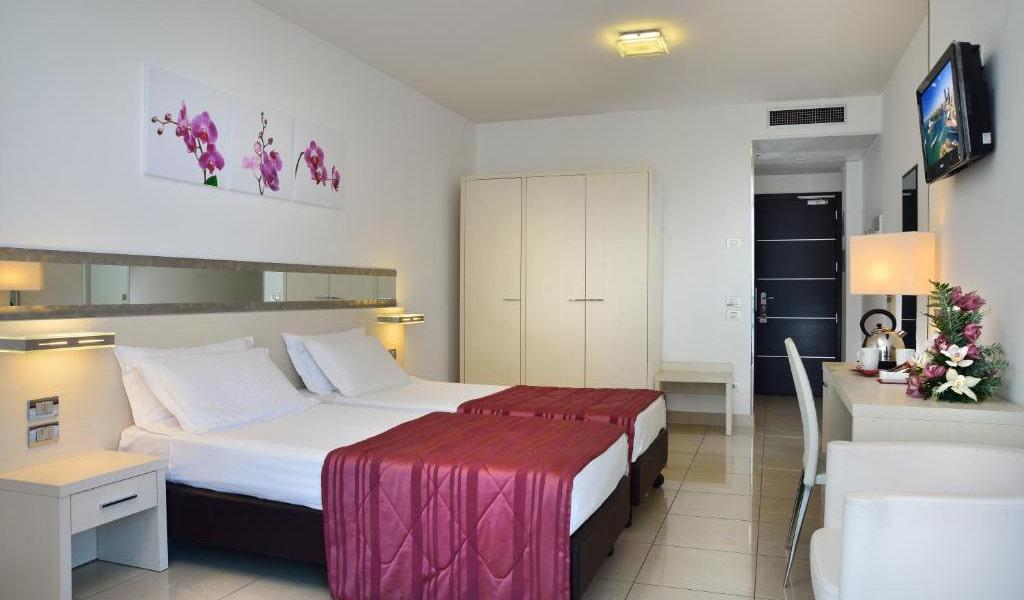 Superior-Twin-Room-with-Balcony-3-min