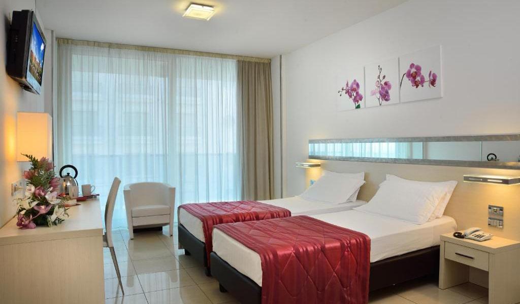 Superior-Twin-Room-with-Balcony-4-min
