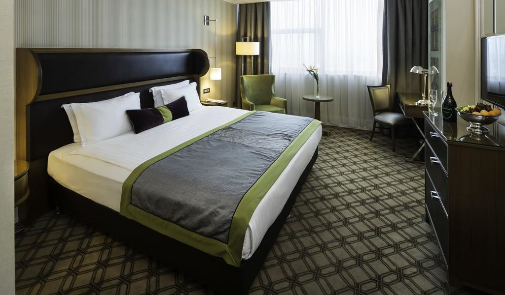 Superior Twin or Double Room with City View 2-min