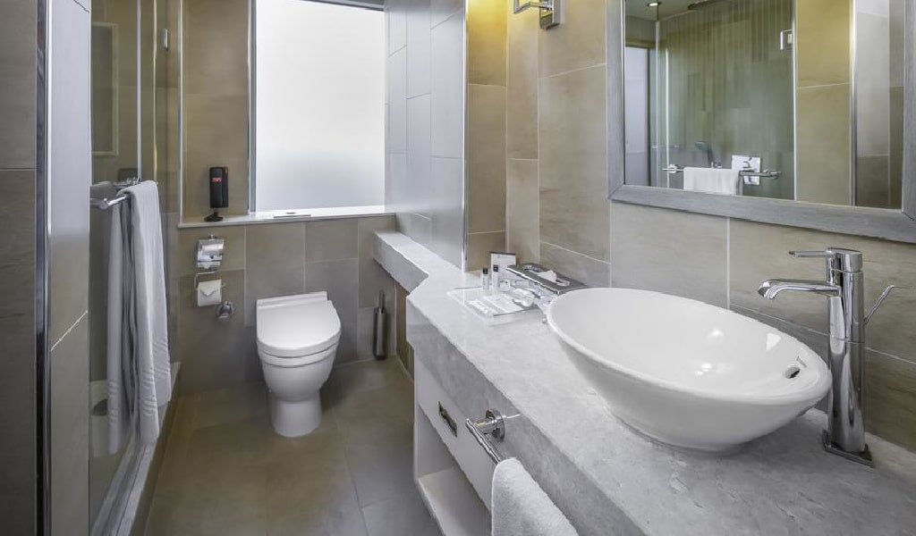 Superior Twin or Double Room with City View 4-min