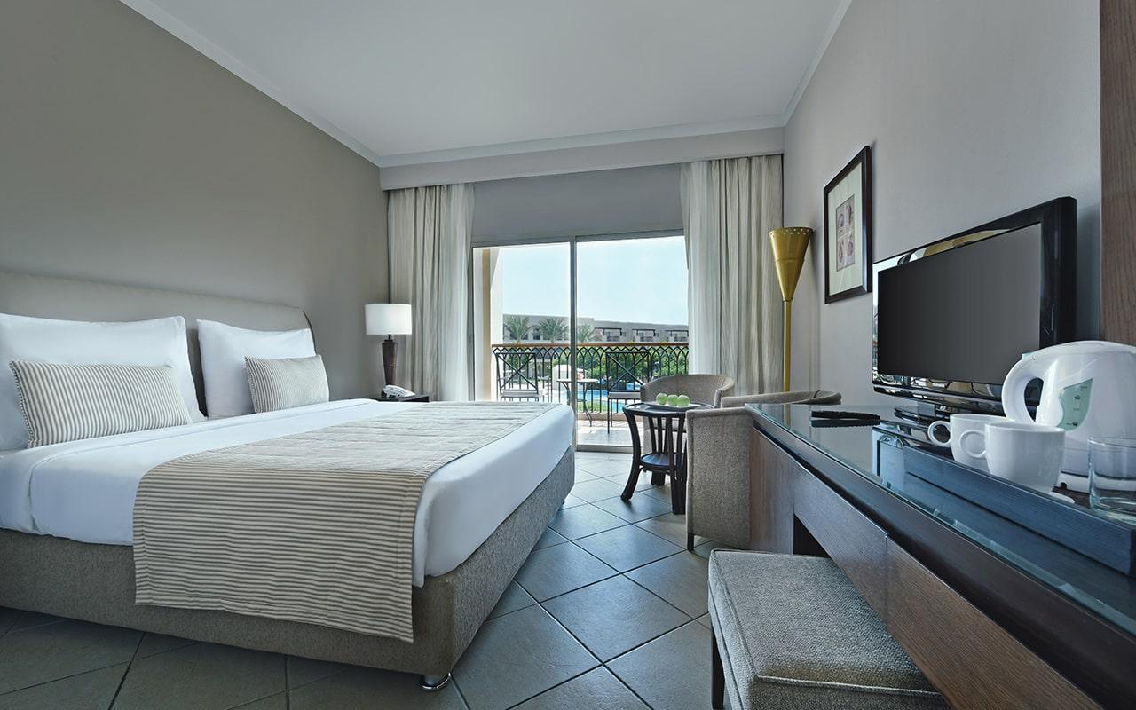 Superior-room-queen-bed-min