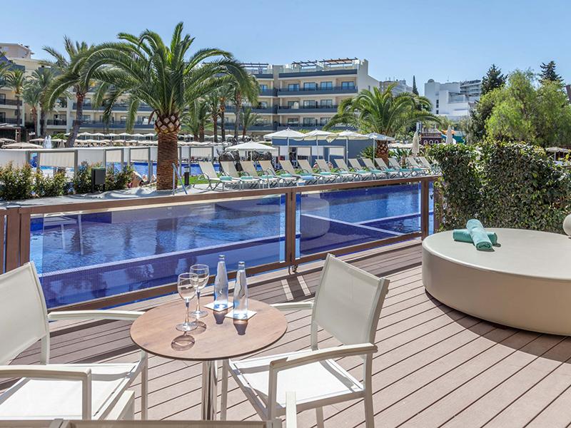 Swim Up Premium Apartment