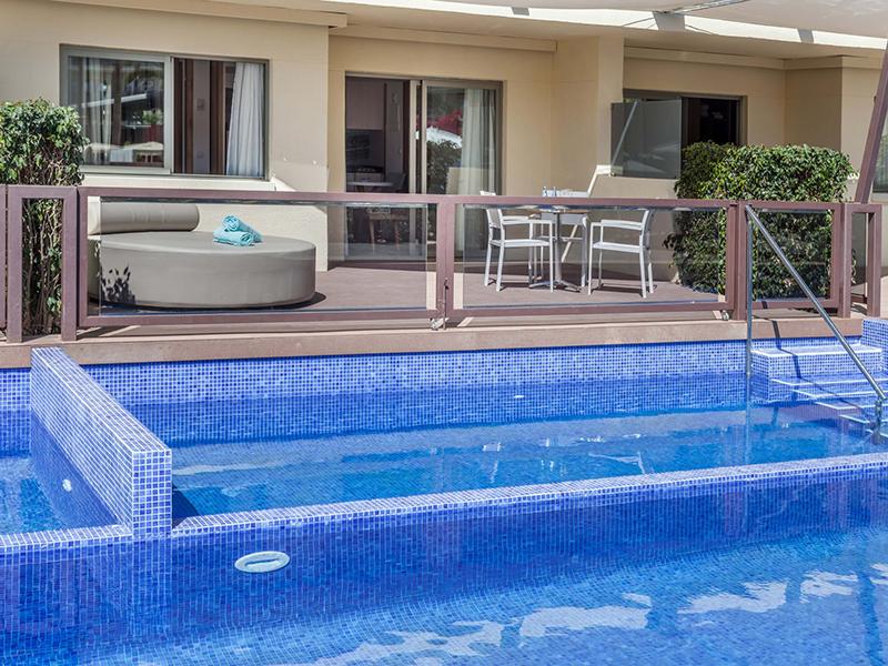 Swim Up Premium Apartment2