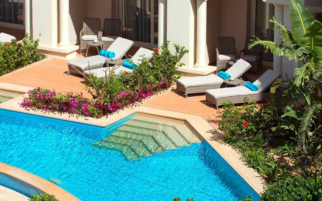 Swim-up Suite_Pool-min